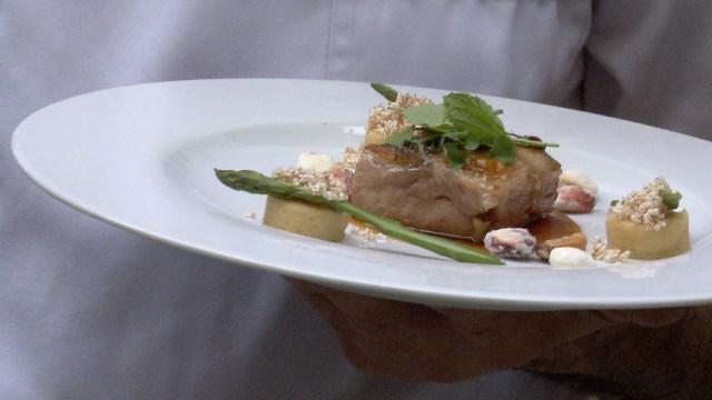 De carácter argentino y textura tierna, el cabrito con chañar, ñoquis de polenta blanca y maíces del NOA es una explosión de sabores regionales, incluso para el paladar argentino.