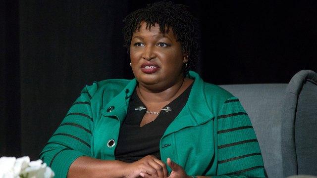 La campaña de Abrams asegura que unas 25.000 boletas ausentes no han sido contadas y que su incorporación puede llevar a una segunda ronda electoral entre ambos candidatos a principios de diciembre