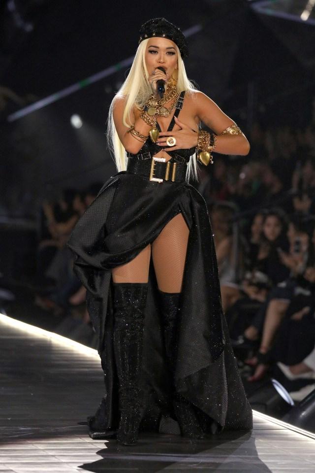Rita Ora le puso ritmo al evento