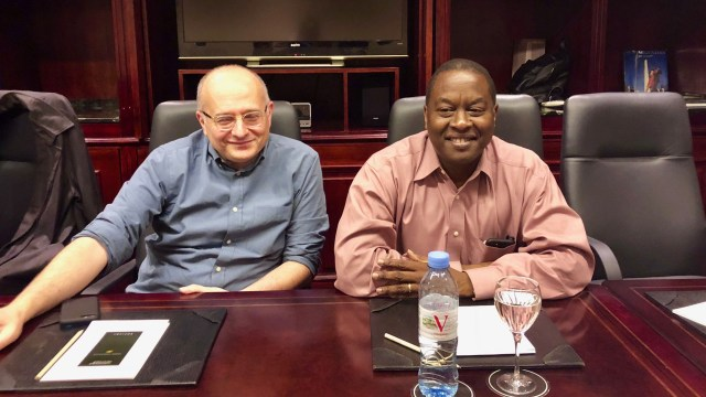 Roberto Cardarelli y Trevor Alleyne, del FMI