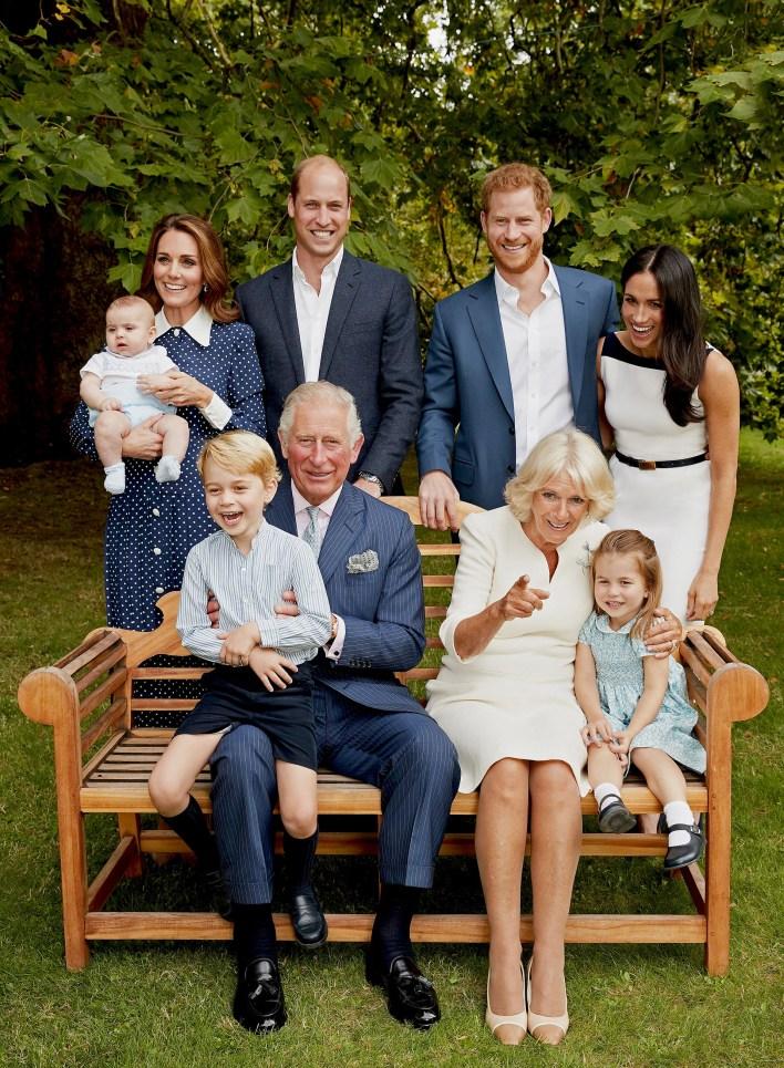Una foto de la familia real británica, con motivo del 70° cumpleaños del príncipe Carlos (Reuters)