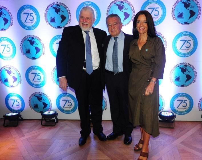Adrián Werthein, Eurnekian y Carolina Barros, directora de comunicaciones de Corporación América (Maximiliano Luna)