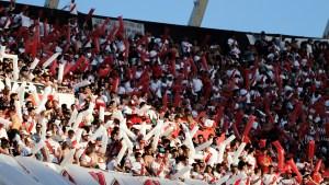 Se estima que diez mil socios de River viajarán a Madrid (Nicolás Aboaf)