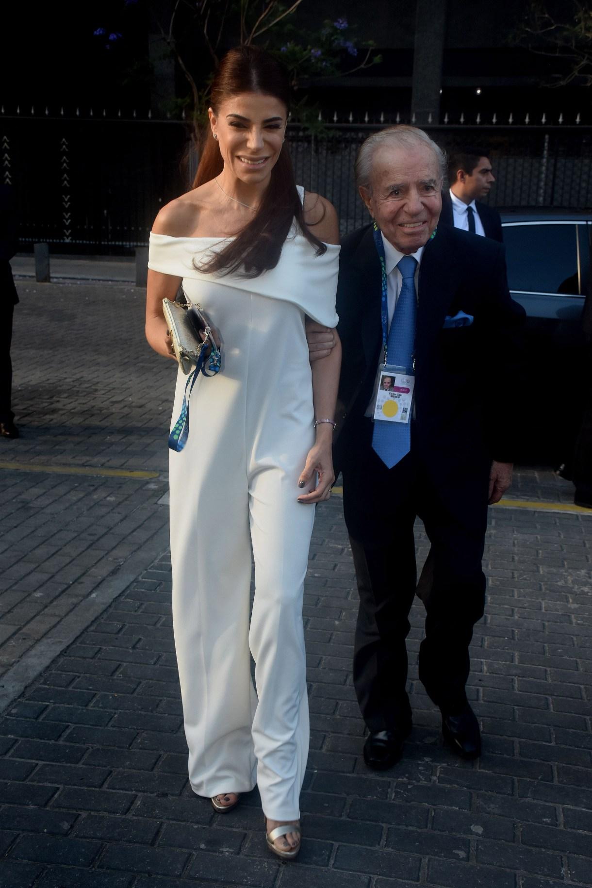 Zulemita y Carlos llegando a la gala del Colón (Nicolás Stulberg)