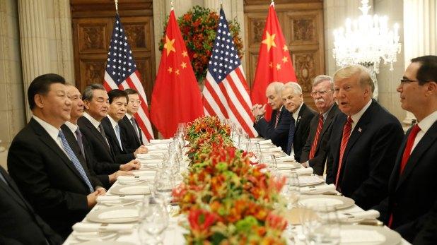 Super cena en el Salón Cristal del Palacio Duhau entre los equipos de Trump y Xinping. (AP)