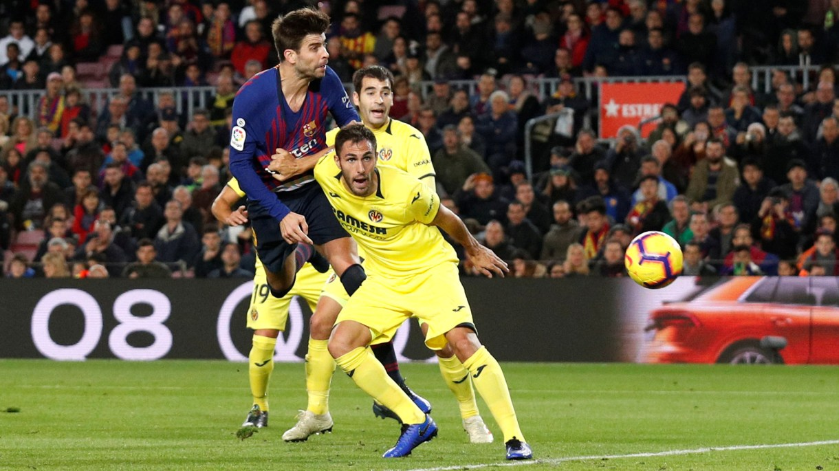 Soccer Football – La Liga Santander – Barcelona v Villarreal – Camp Nou, Barcelona, Spain – December 2, 2018  Barcelona's Gerard Pique scores their first goal   REUTERS/Albert Gea