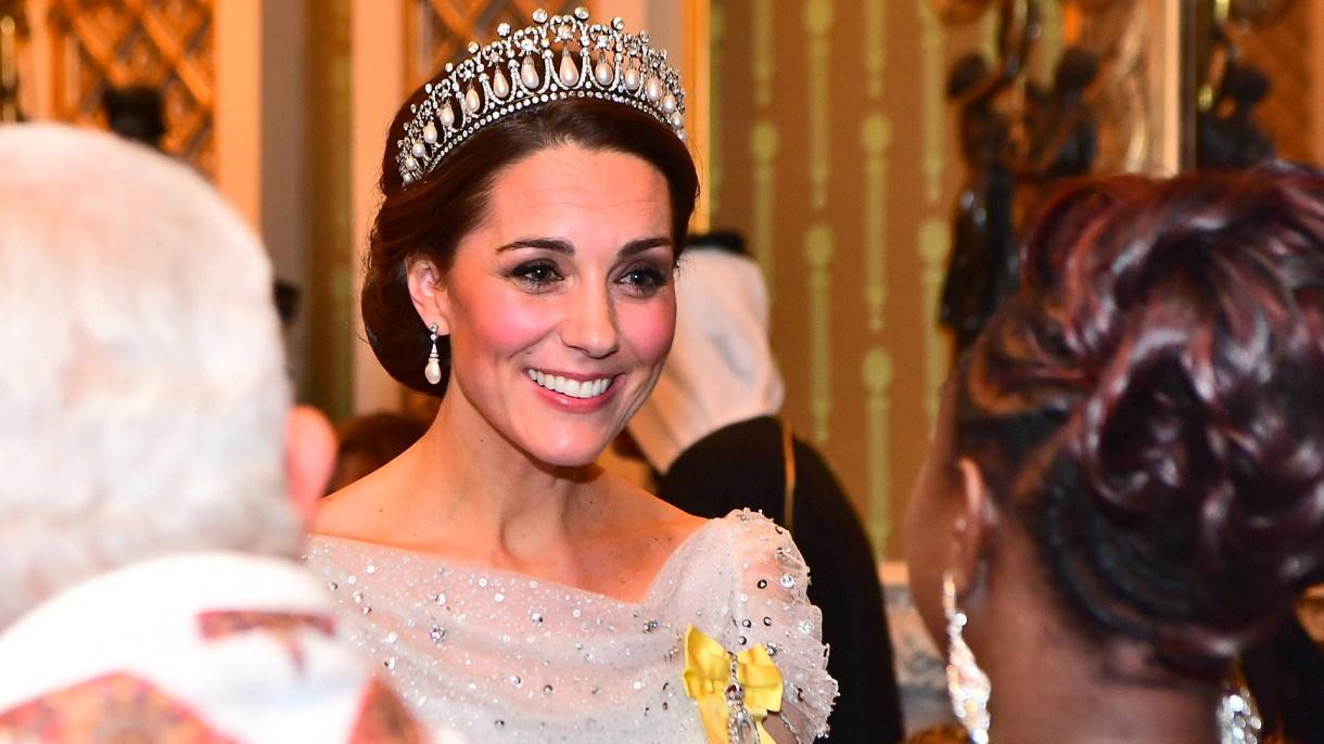 Isabel II premió a Kate Middleton por su gran papel en la casa real británica