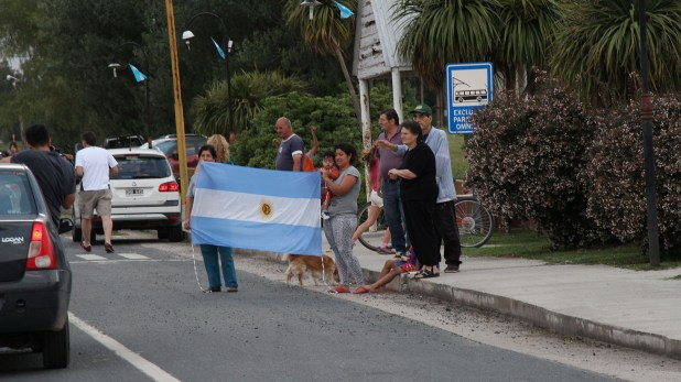 La gente en Río Cuarto esperó a Castagnari con banderas y aplausos