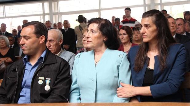 María Cristina, junto a dos de sus hijos, Martín y Roxana (Thomas Khazki)