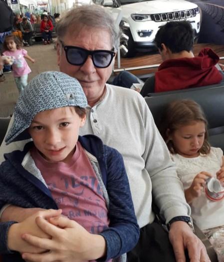 Arturo Puig con sus nietos (Crédito: Instagram)