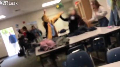 La docente trató de cortarle el pelo a otros alumnos