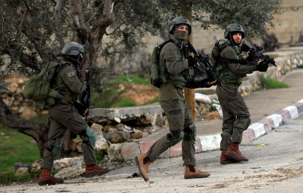 Fuerzas israelís patrullando Cisjordania. (REUTERS/Mohamad Torokman)