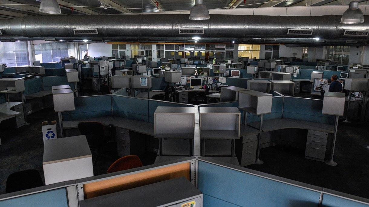 Esta foto de archivo tomada el 6 de octubre de 2018 muestra la sala de redacción del periódico venezolano El Nacional en Caracas (AFP)