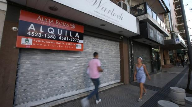 Hubo una disminución en la cantidad de locales vacíos en la ciudad (REUTERS/Agustin Marcarian)