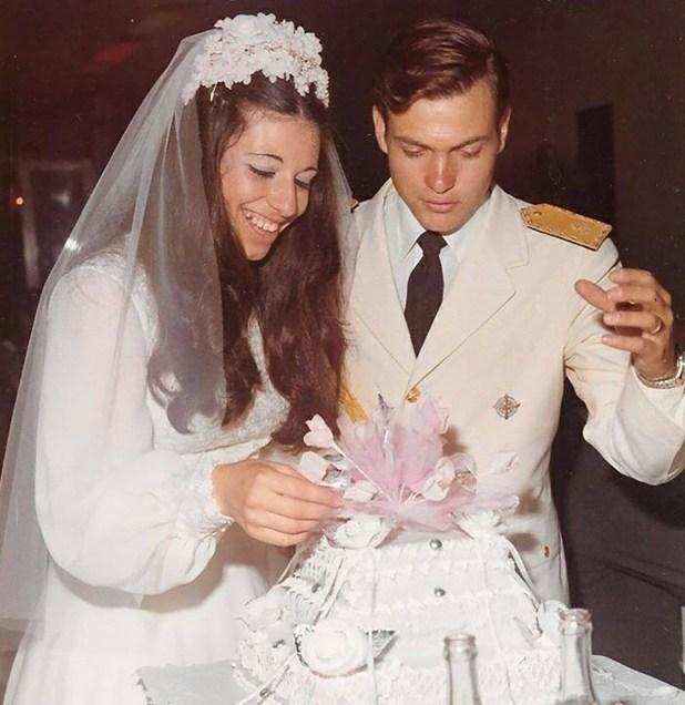 Vivieron juntos ocho años, tuvieron cinco hijos. El 1 de abril de 1982, él partió hacia la guerra