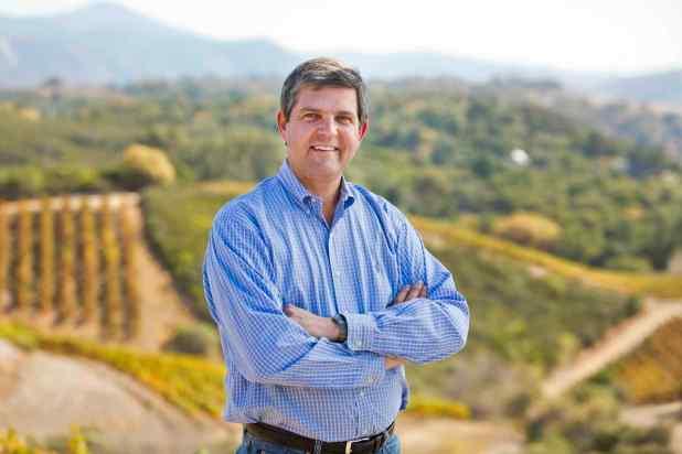 El legislador Jim Wood, también dentista forense, en Healdsburg.(Robert Durell/jimwood.com)