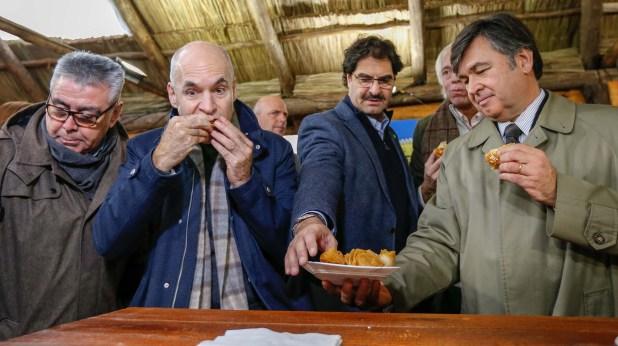 El jefe de Gobierno de la Ciudad de Buenos Aires, Horacio Roriguez Larreta, junto a funcionarios en la apertura de la Exposición Rural (Nicolás Aboaf)