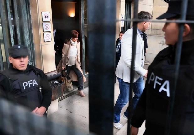 La ex presidenta Cristina Kirchner sale de los tribunales federales de Comodoro Py (Maxi Luna)