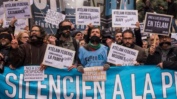 Periodistas marchan del Obelisco al Centre Cultural Kirchner en protesta por los 357 despidos a empleados de la Agencia Nacional de Noticias Télam (Julieta Ferrario)