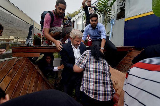 Durante la inauguración del restaurante de Margarita Barrientos se desplomó el piso. Del encuentro participaba el ministro del Interior, Rogelio Frigerio (Nicolás Sturlberg)