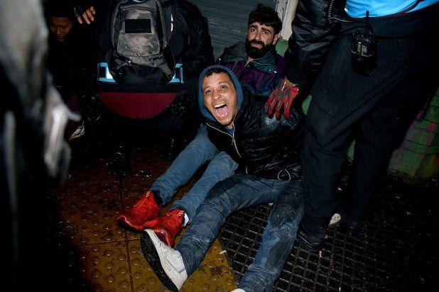 Detenidos al finalizar la vigilia en las afueras del Congreso durante el tratamiento de la despenalización del aborto en el Senado (Nicolás Sturlberg)