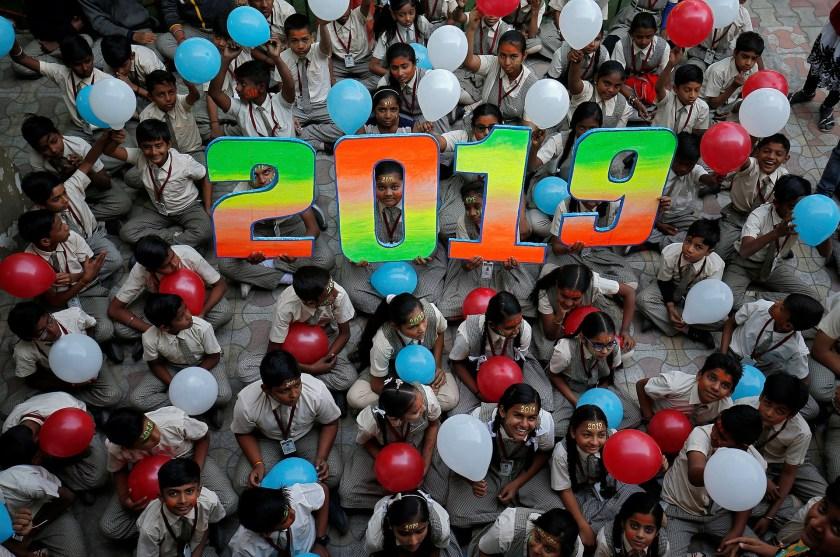Una escuela en Ahmedabad, India, donde sus alumnos celebran la llegada de 2019