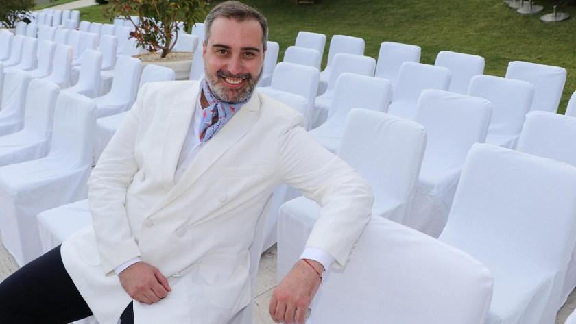 Carlos Burró, el diseñador paraguayo elegido por las figuras argentinas y las mujeres más top de su país