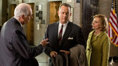 "Alda y Hanks en ""Bridge of Spies"""