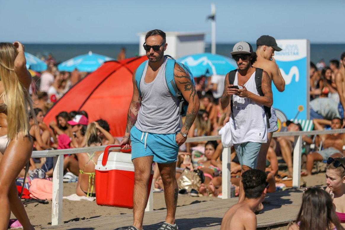 Redes sociales, la forma de enterarse quién está en la playa sin tener que caminarla (Christian Heit)