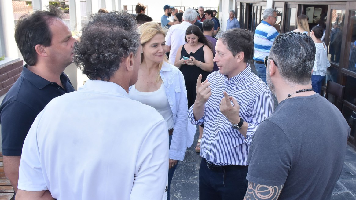 Verónica Magario junto a intendentes y referentes del PJ bonaerense