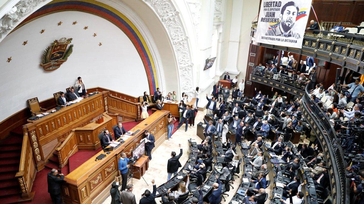 """La Asamblea NAcional declaró """"usurpador d ela presidencia"""" a Maduro este martes 15 de enero (Reuters)"""