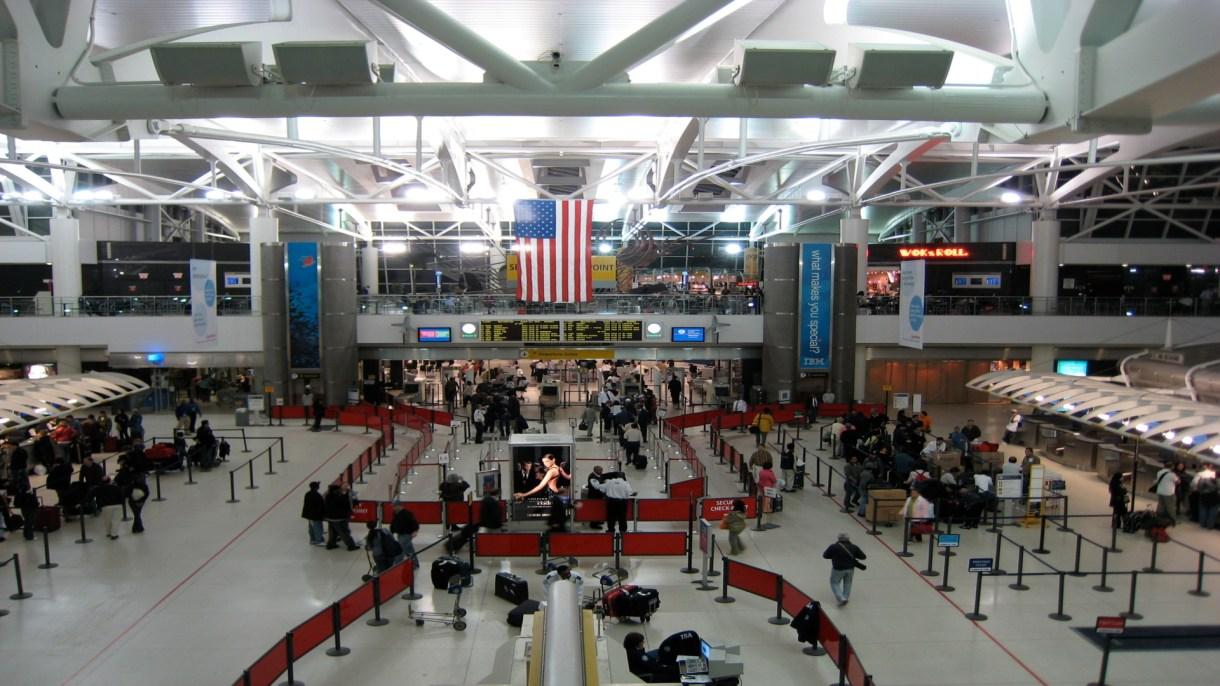 En el aeropuerto de JFK en Nueva York se han escuchado canciones sin censura de rap (Foto: Doug Letterman / WikiCommons)