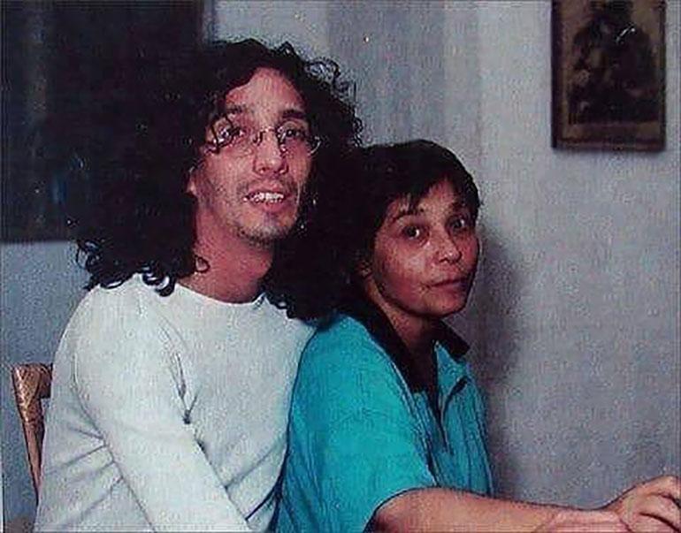 """Una de las primeras fotos de Liliana y Fito Paéz juntos. El rosarino fue quien la convenció para que se dedicara a la música. """"Dejá de cantar en la cocina y vení a grabar"""", le dijo."""