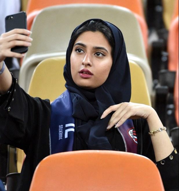 """La tribuna """"familiar"""" tuvo numerosos asientos vacíos (AFP)"""
