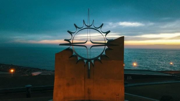 El monumento reproduce en metal la figura de la Vela de la Atlantis (Christian Heit)