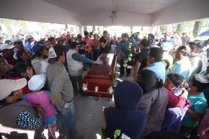 El gobierno de México ha hecho un llamado a la población no recoger gasolina de tomas clandestinas por los peligros que conlleva (FOTO: ISAAC ESQUIVEL /CUARTOSCURO.COM)