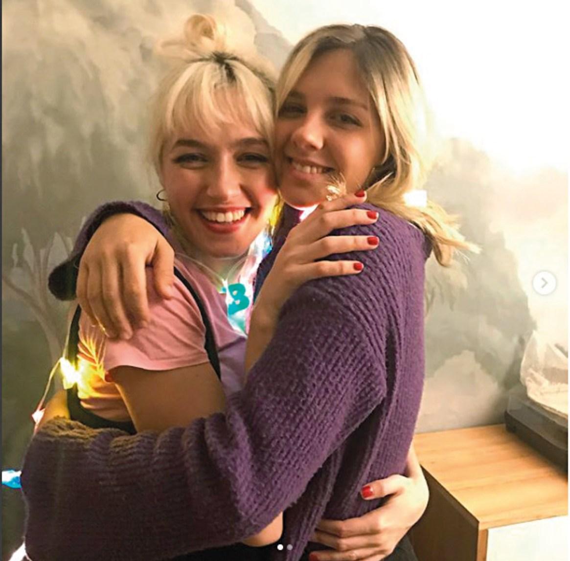 Paulina junto a su hermana, Cande Vetrano