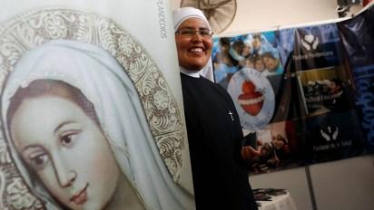 El papel de las mujeres al servicio de la Iglesia es otro de los temas polémicos a los que ha hecho frente el actual Papa(Foto: Reuters)