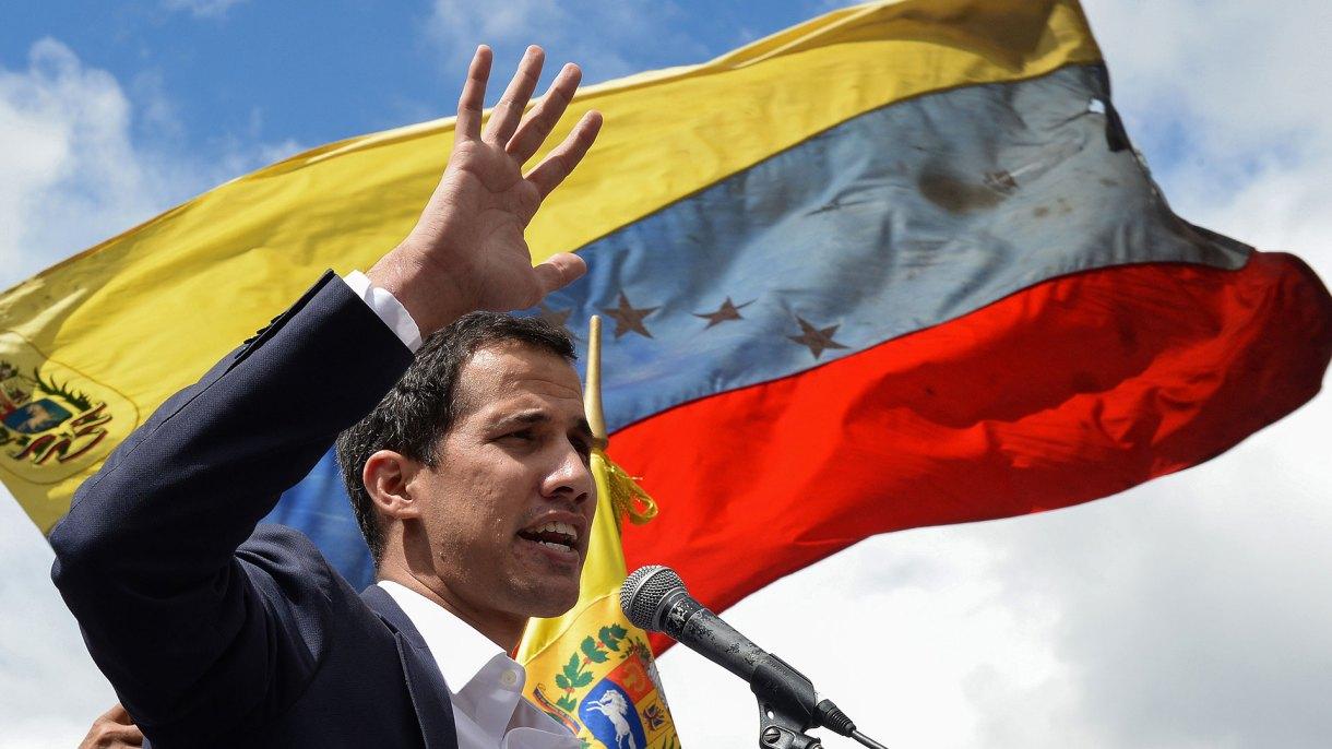 Juan Guaidó, al proclamarse como Presidente interino de Venezuela (AFP)