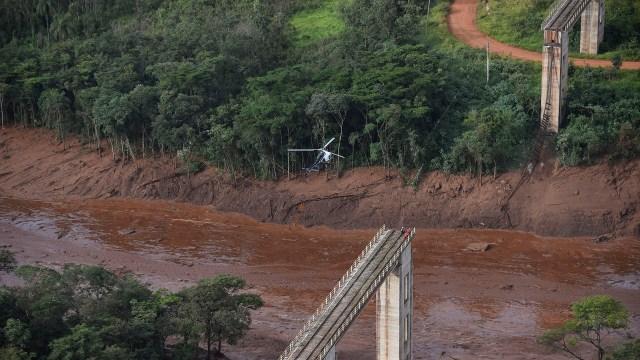 Vista aérea tomada después del colapso de una represa que pertenecía a la gigantesca empresa minera de Brasil Vale, cerca de la ciudad de Brumadinho (Photo by Douglas Magno / AFP)