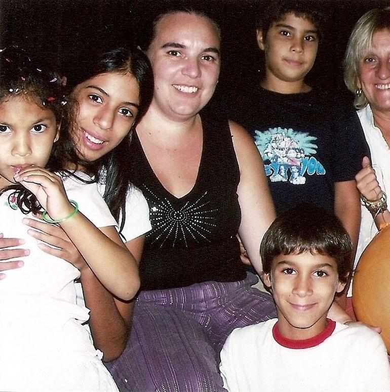 """Milagros y sus """"hermanitos"""" del hogar"""