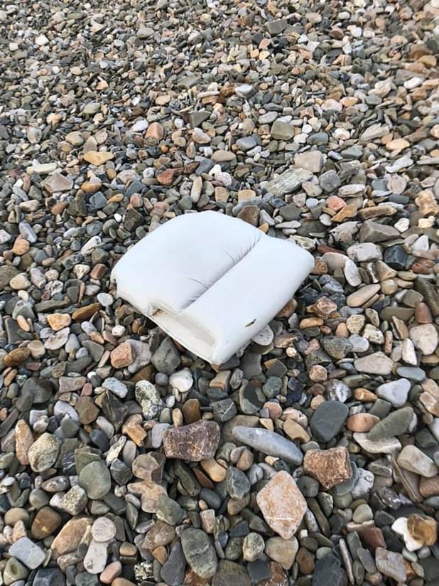 El otro asiento hallado en las playas de Surtainville