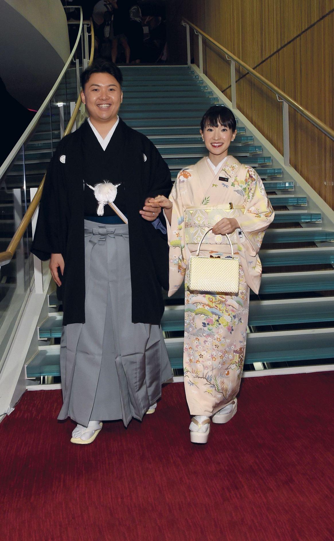 Hace tres años, Kondo fue elegida por Time como uno de los 100 personajes más influyentes. A la gala en Nueva York fue con su marido, respetando las tradiciones niponas.