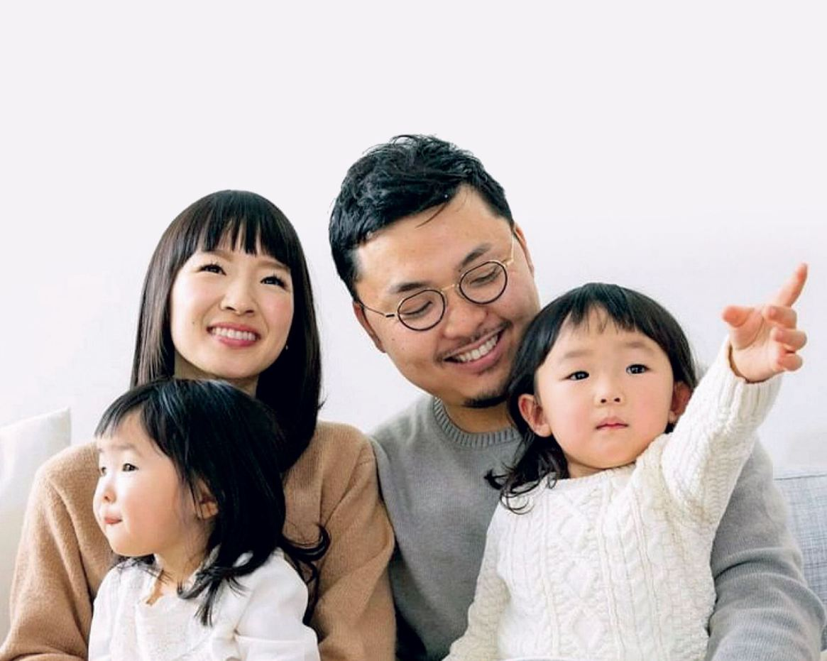 Marie vive en Los Angeles, con su marido, el productor y empresario Takumi Kawahara, y sus dos hijas: Satsuki y Miko.