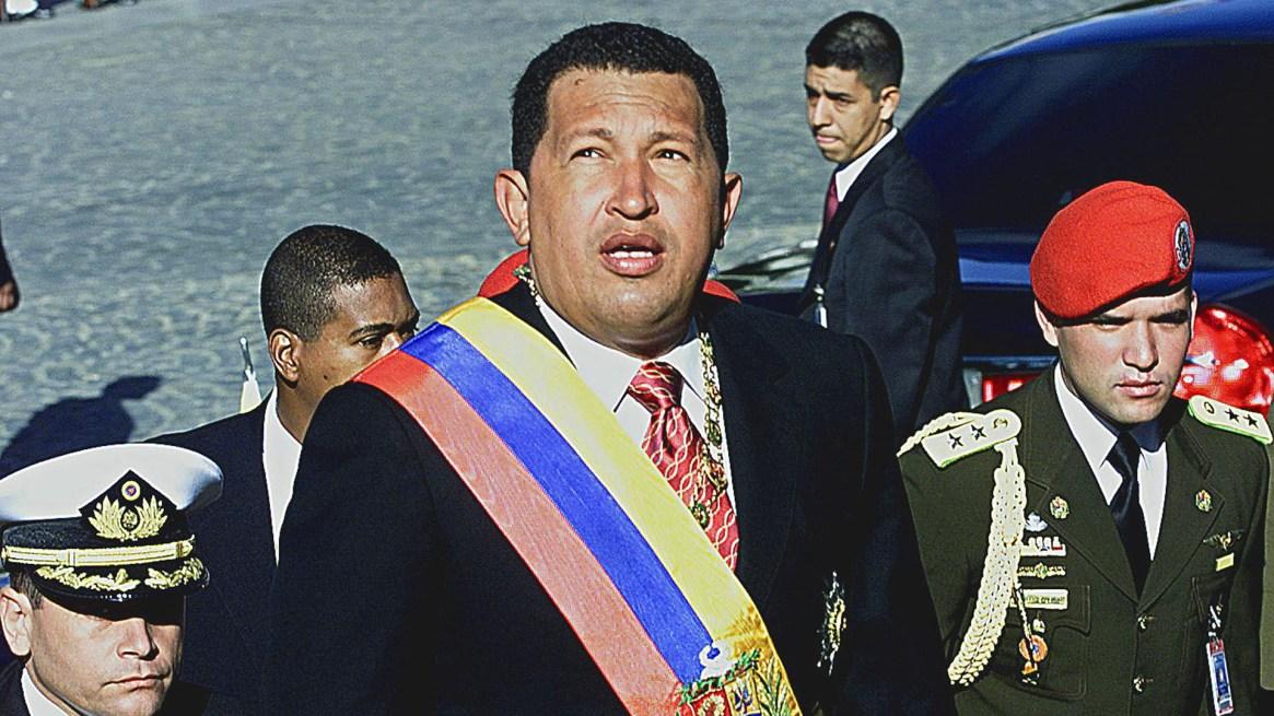 Hugo Chávez asumió como presidente el 2 de febrero de 1999 (AFP PHOTO/ Andrew ALVAREZ)
