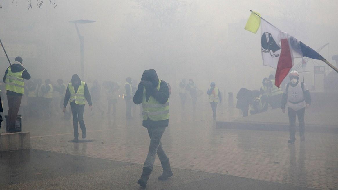 El humo cubrió algunas calles de la ciudad(AP Photo/Kamil Zihnioglu)