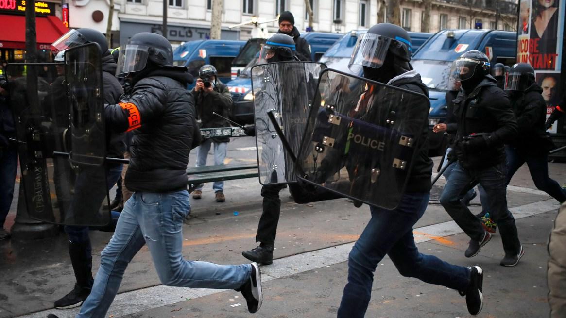Se registraron corridas en el centro de París(AP Photo/Francois Mori)