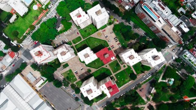En la esquina de Niceto Vega y Dorrego se encuentra el complejo de edificios que desde el aire presentan una impactante simetría