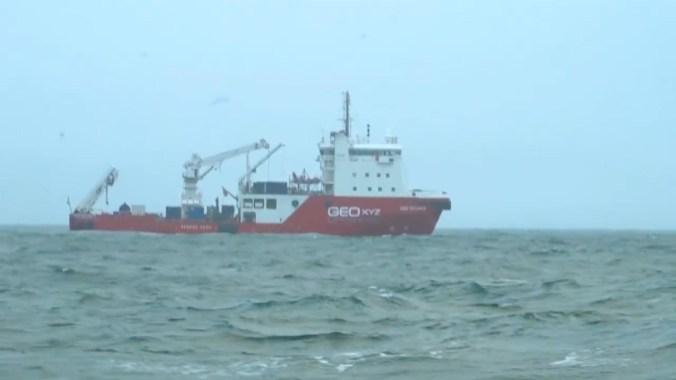 El buque Geo Ocean III estaba instalado allí desde el domingo, cuando se encontró la aeronave sumergida
