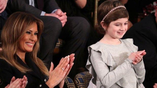 """""""Junto a Melania en la galería esta noche está una muy valiente niña de 10 años, Grace Eline"""", dijo Donald Trump en su visita anual al Capitolio (Reuters)"""